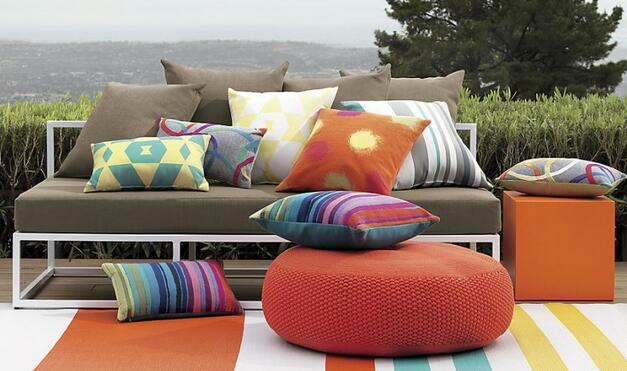 Couch throw pillows lovable designer sofa throws and best for Best rated patio furniture