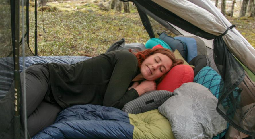 choose the best backpacking pillow for side sleepers