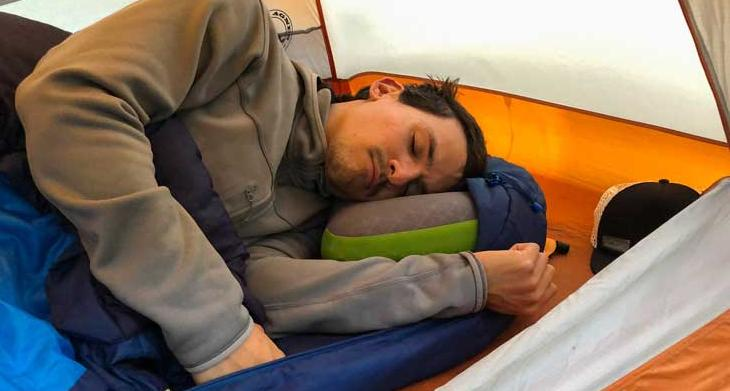 guides to choose the best backpacking pillow for side sleepers